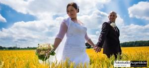 Brautpaar-in-Golden-Feld-muenchen